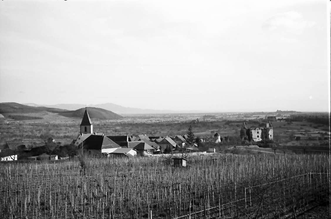 Burkheim: Von der Höhe auf Ort und Schwendi-Schloss, Bild 1