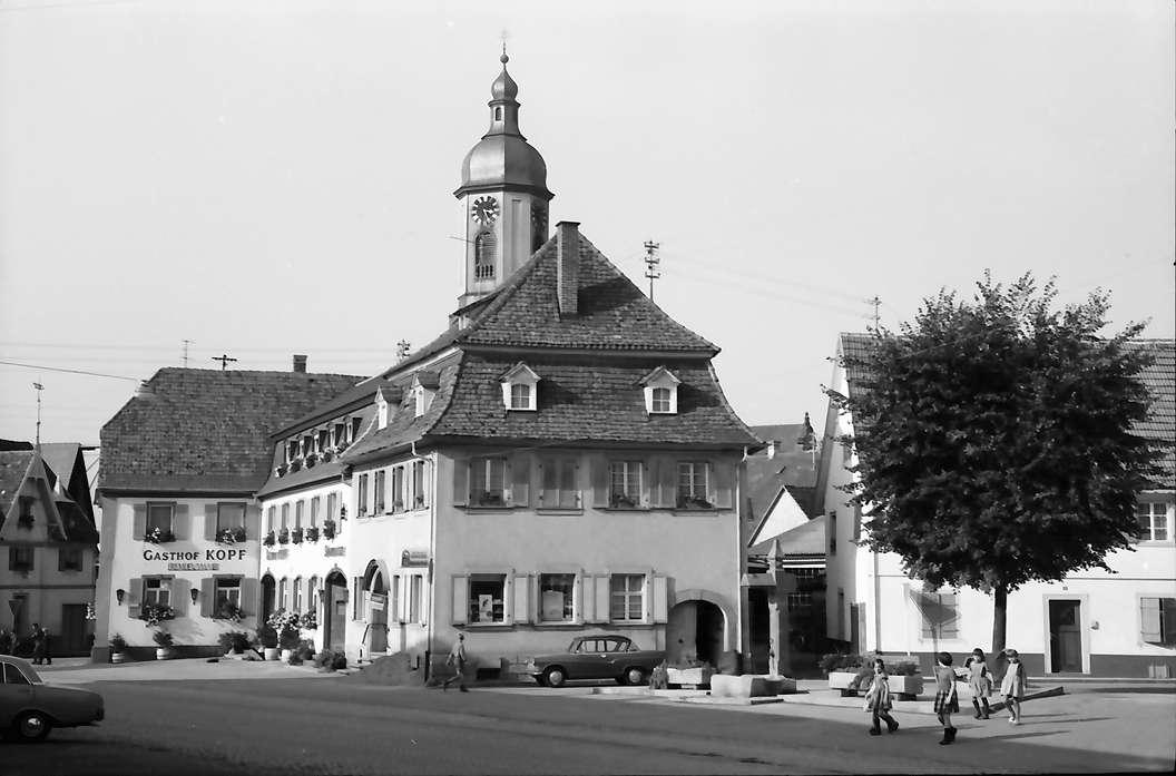 Riegel: [vom Rathaus Richtung Kirche; Gasthaus Kopf], Bild 1