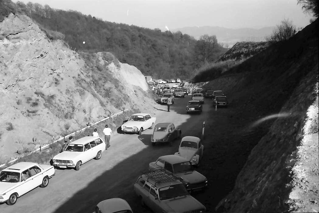 Vogtsburg: Neue Straßentrasse am Pass, oberhalb, Bild 1