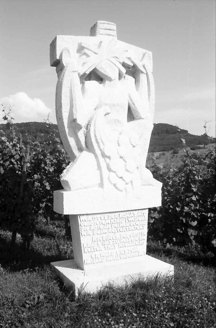 """Ebringen: Weinsymbol Stein """"Christus und die Welt"""" im Ebringer Sommerberg, Bild 1"""