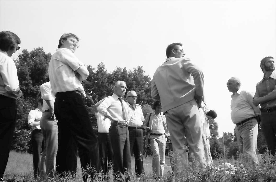 Jechtingen: Sponeck, Gruppen mit Regierungspräsidium und archäologischen Denkmalpflegern, Bild 1