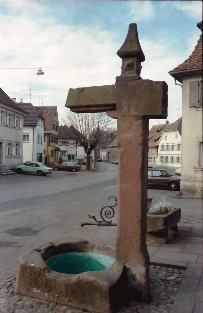 Riegel: Alter Brunnen in der Hauptstraße, Galgen, Bild 1