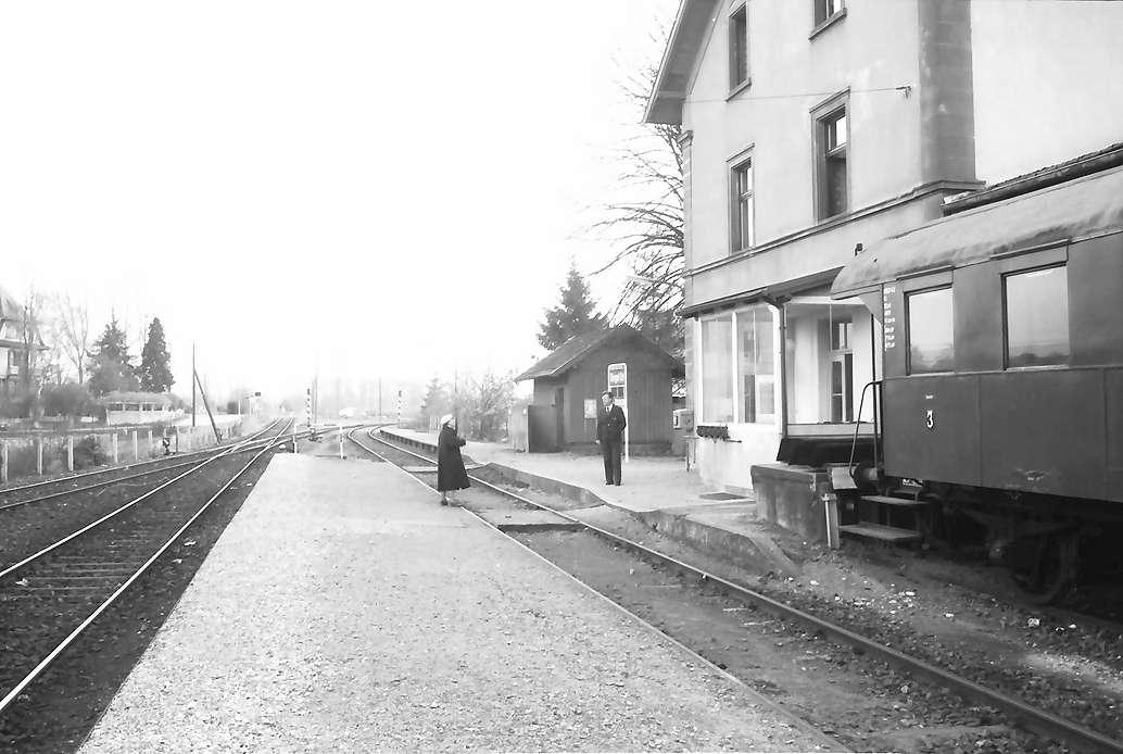 Riegel: [abgestellter Wagen von Museumsdampfzug Rebenbummler im Bahnhof Riegel Ort], Bild 1