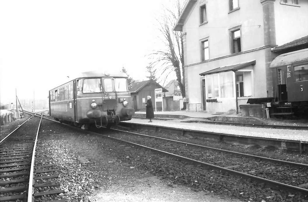 Riegel: Triebwagen der Kaiserstuhlbahn im Bahnhof, Bild 1