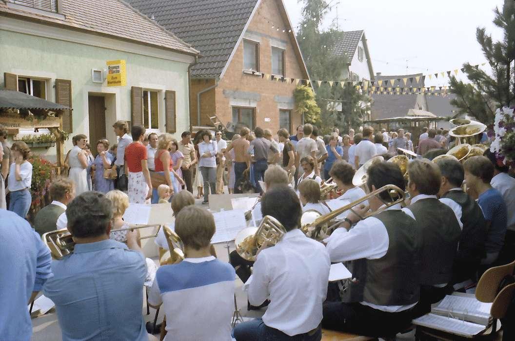 Sasbach: Weinfest, Buden. Leute usw., Bild 1