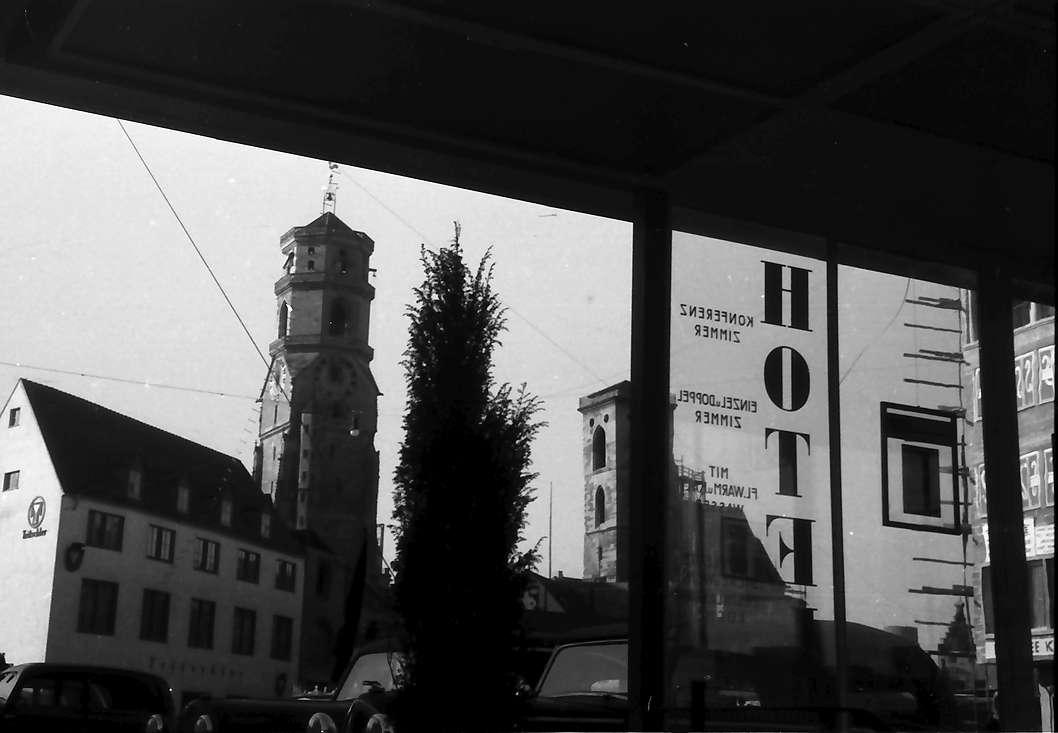 Stuttgart: Marktplatz und Stiftskirche mit U-Hotel im Vordergrund, Bild 1