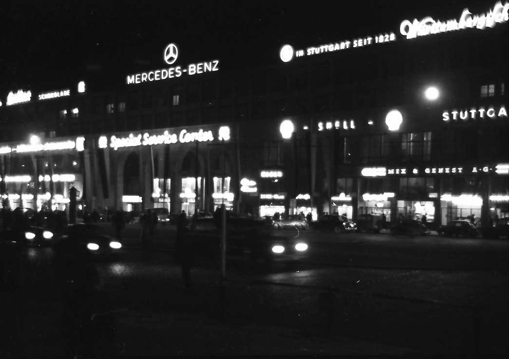 Stuttgart: Lichtreklamen am Hindenburgbau, Bild 1