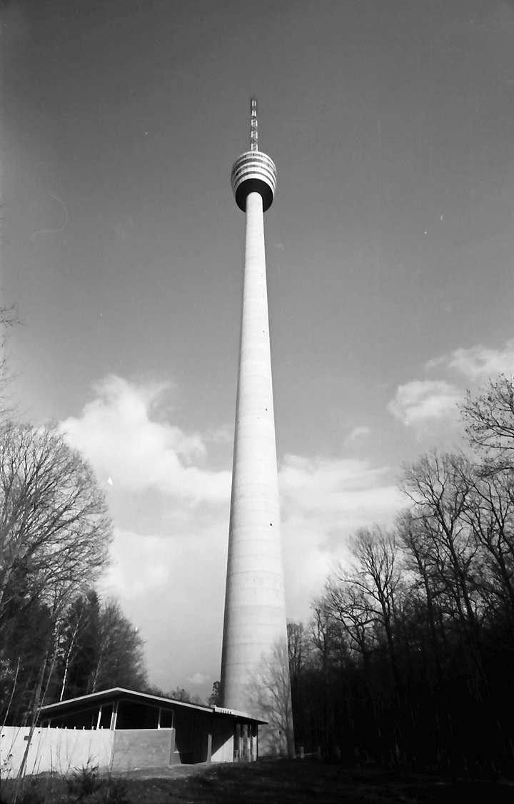 Stuttgart, Degerloch: Stuttgarter Fernsehturm von unten, Bild 1