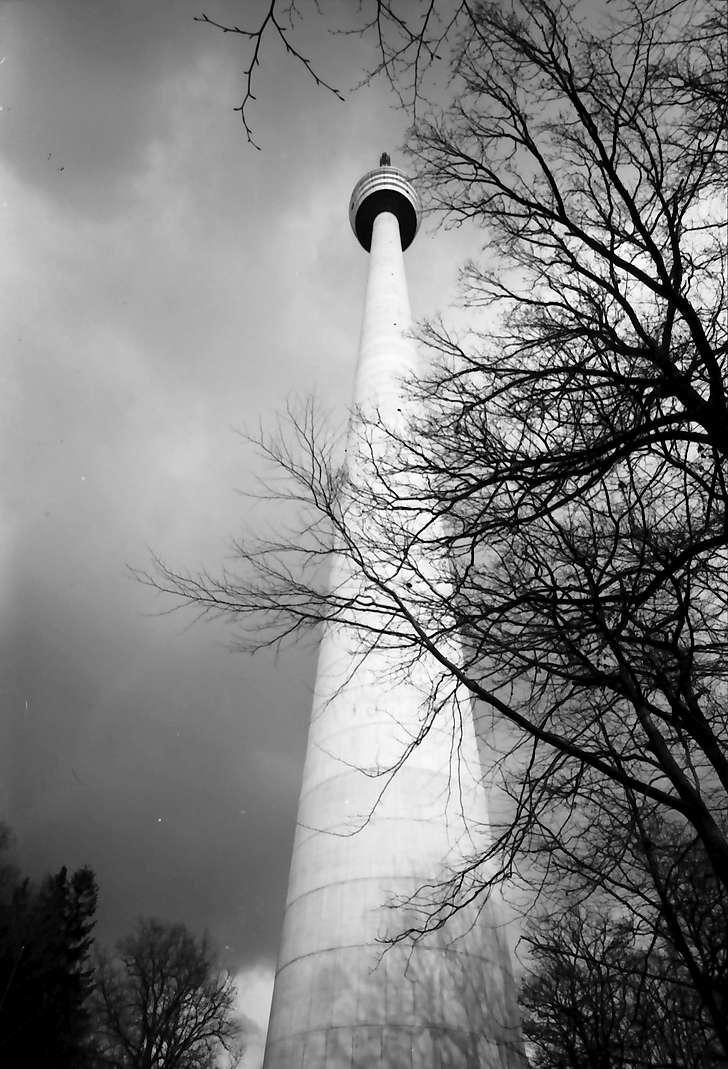 Stuttgart, Degerloch: Stuttgarter Fernsehturm von unten, ganz nah, Bild 1