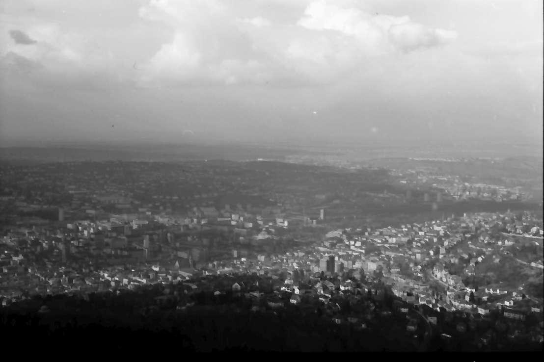 Stuttgart, Degerloch: Stuttgarter Fernsehturm, Blick von der obersten Plattform, ohne Vordergrund, Bild 1