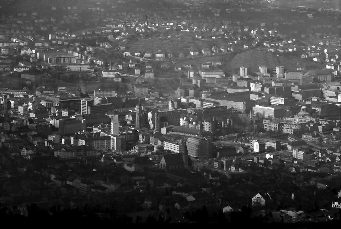 Stuttgart, Degerloch: Stuttgarter Fernsehturm, Blick von der obersten Plattform, Stadtausschnitt, Bild 1