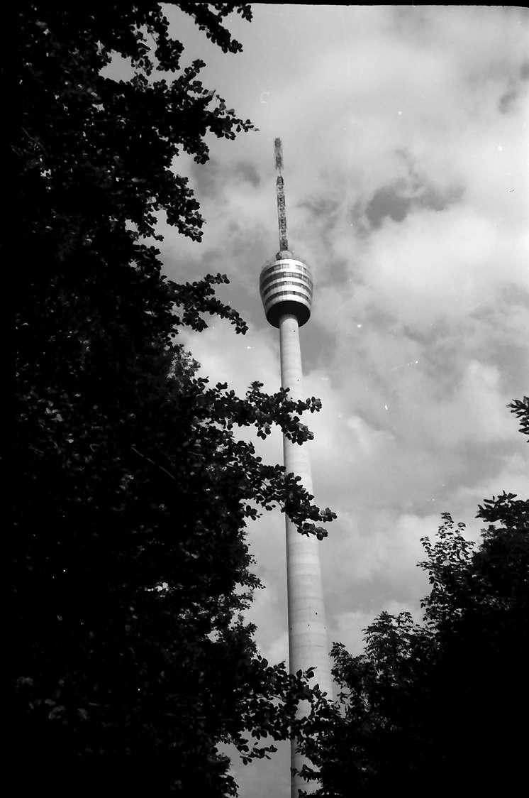 Stuttgart, Degerloch: Fernsehturm von unten, Bild 1