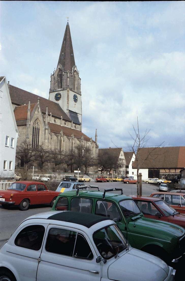 Möhringen, Stuttgart: Marktplatz mit Kirchturm, Bild 1