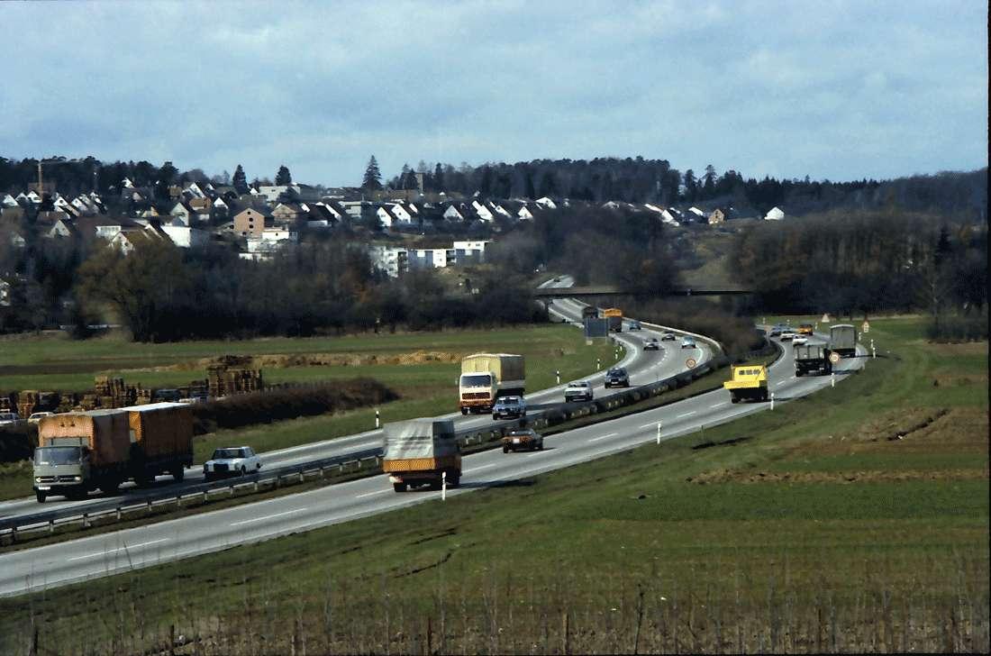 Leinfelden, Stuttgart: Autobahn von der Leinfelder-Brücke, Bild 1