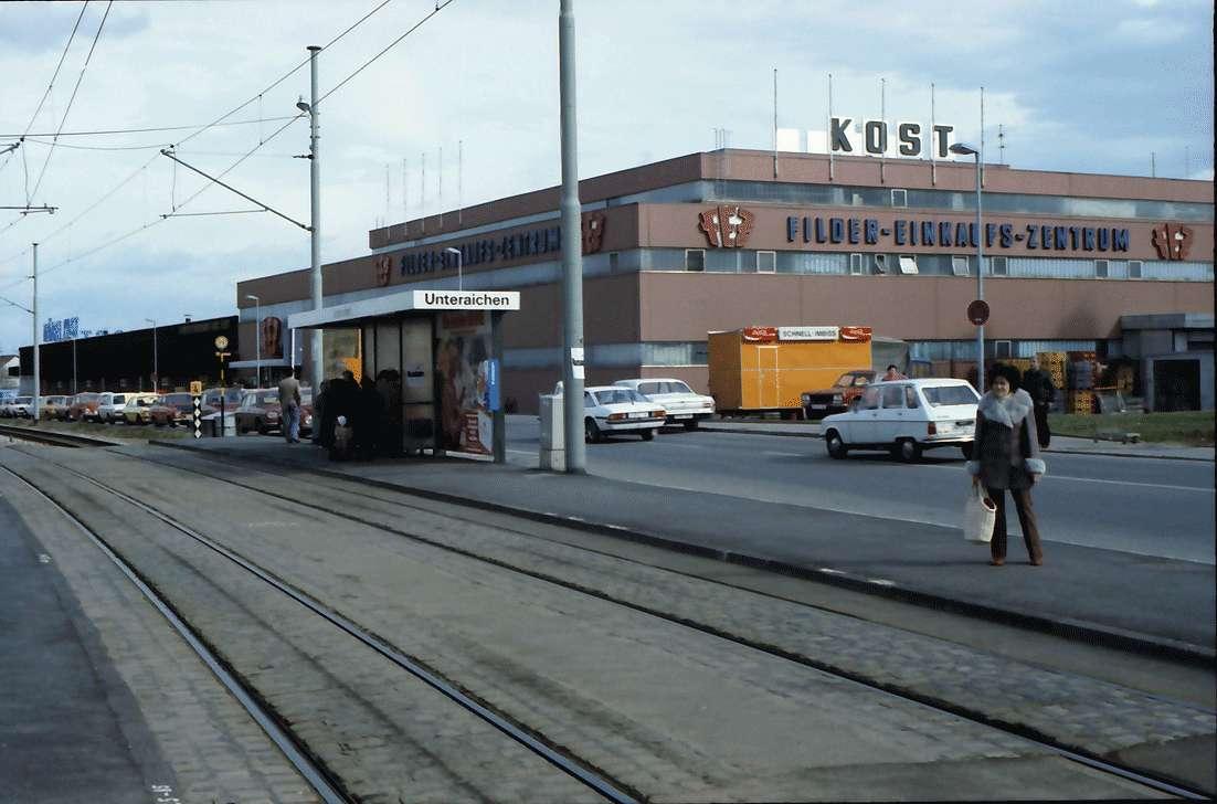 Leinfelden, Stuttgart: Einkaufszentrum und Straßenbahnhaltestelle, Bild 1