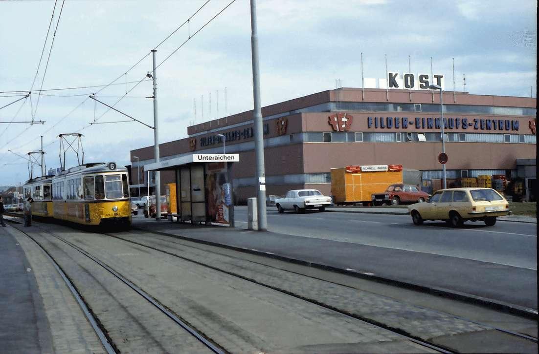 Leinfelden, Stuttgart: Einkaufszentrum und Straßenbahnhaltestelle mit Straßenbahn, Bild 1