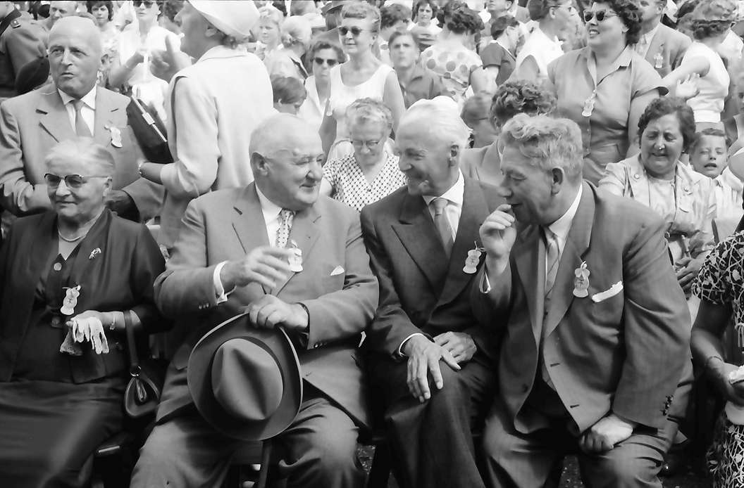 Bernau: Versammlung beim Festakt, Vordergrund Landwirtschaftsminister Leibfried und Dichtel, Bild 1