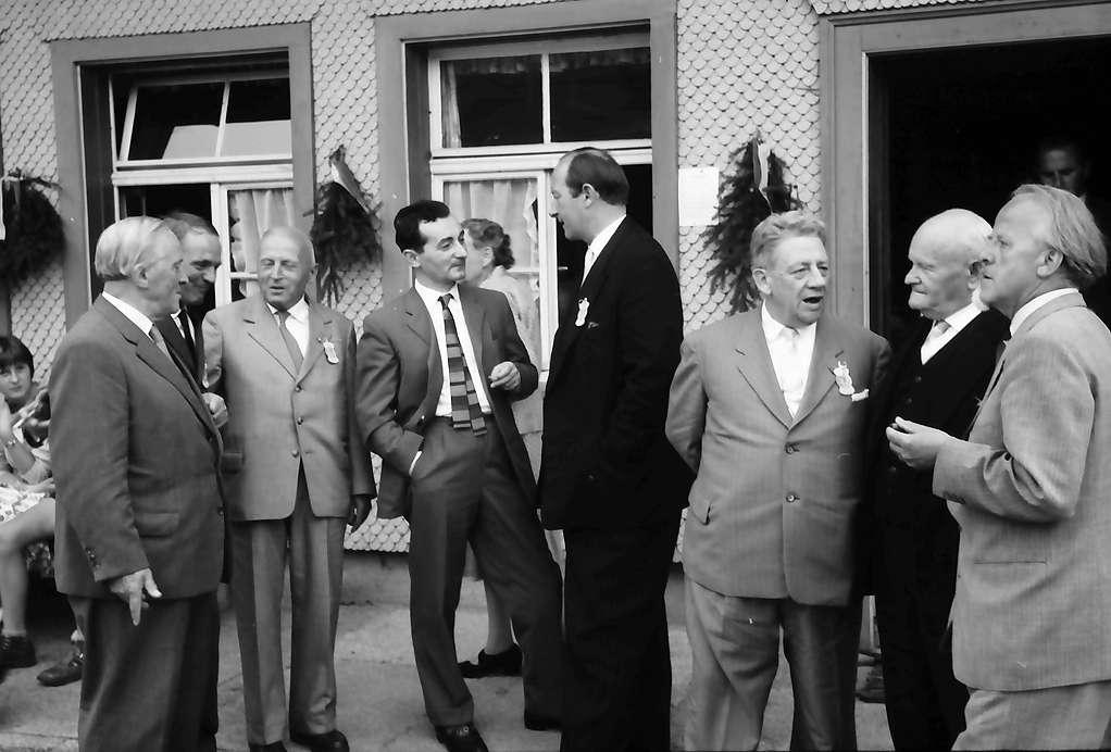 Bernau: Gruppe der Thoma-Preisträger: Strübe, Becker, Fauser, Filbinger, Dichtel, Bürgermeister Dr. Bauer, Riester mit Prof. Asal, Bild 1