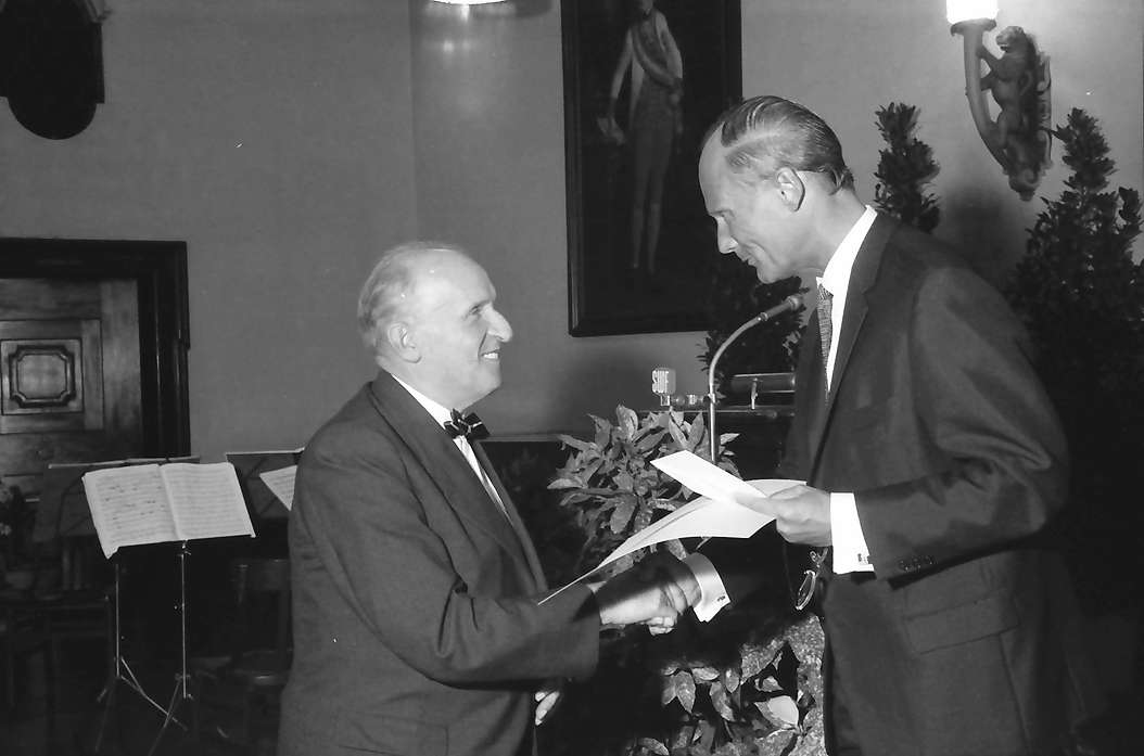 Freiburg: Kaufhaussaal, Preisüberreichung an Prof. Hermann Schilli, Bild 1