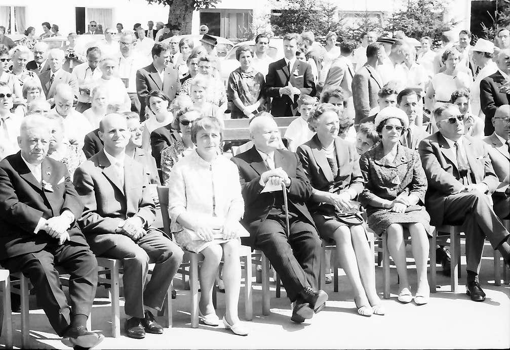 Bernau: Reihe der Ehrengäste, Bild 1