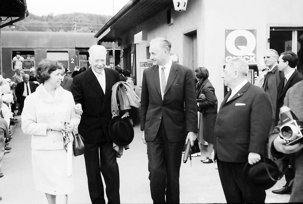 Hausen im Wiesental: Begrüßung von Hebelbundpräsident Dr. Sieber, Kultusminister Prof. Dr. Hahn, Regierungspräsident Anton Dichtel, Bild 1