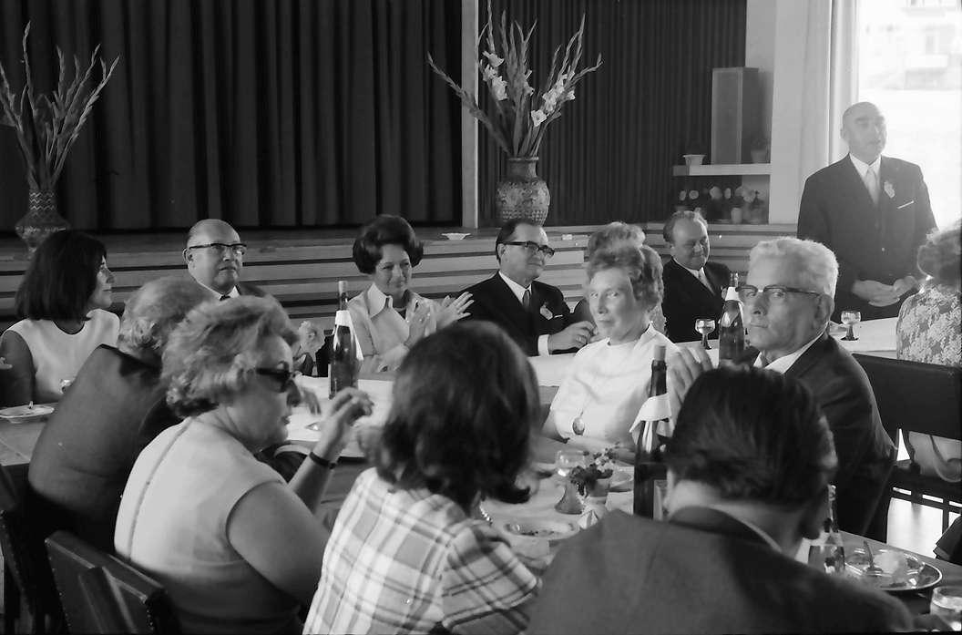 Bernau: Festtafel im Kurhaus mit Gästen und Ansprachen, Bild 1
