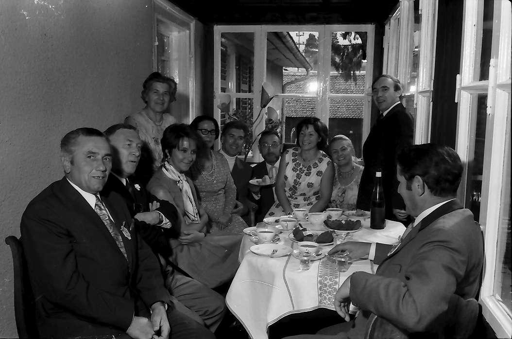 Bernau: Kaffeegesellschaft bei Frau Baur, Bild 1