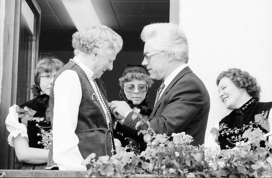 Bernau: Bundesverdienstkreuz für Frau Baur, Bild 1