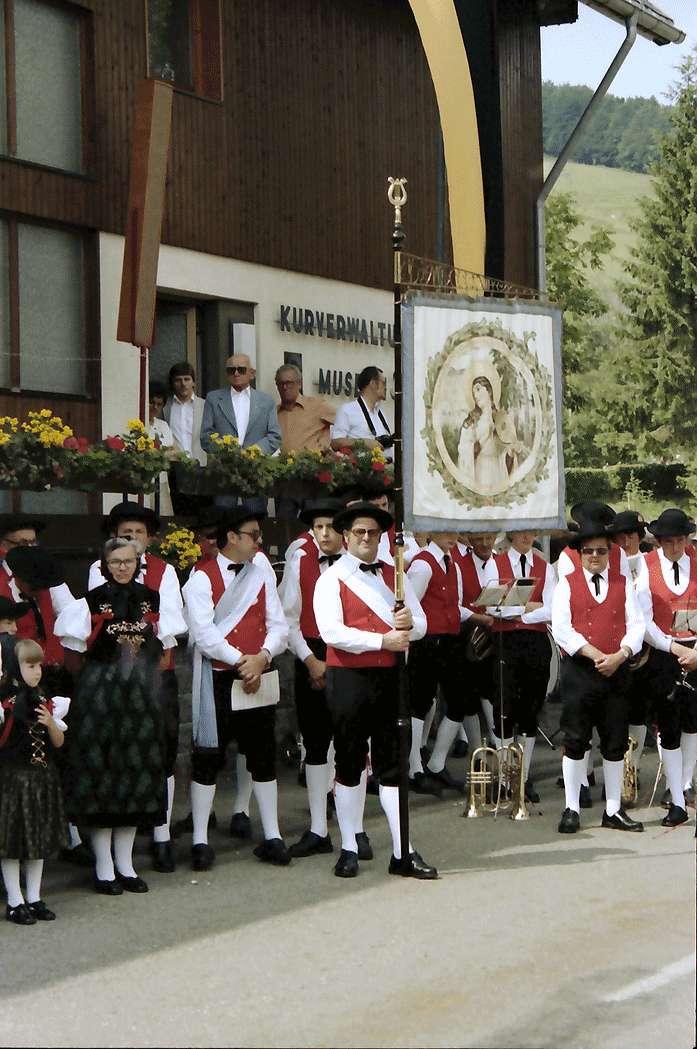 Bernau: Trachtengruppen vor dem Rathaus, Bild 1