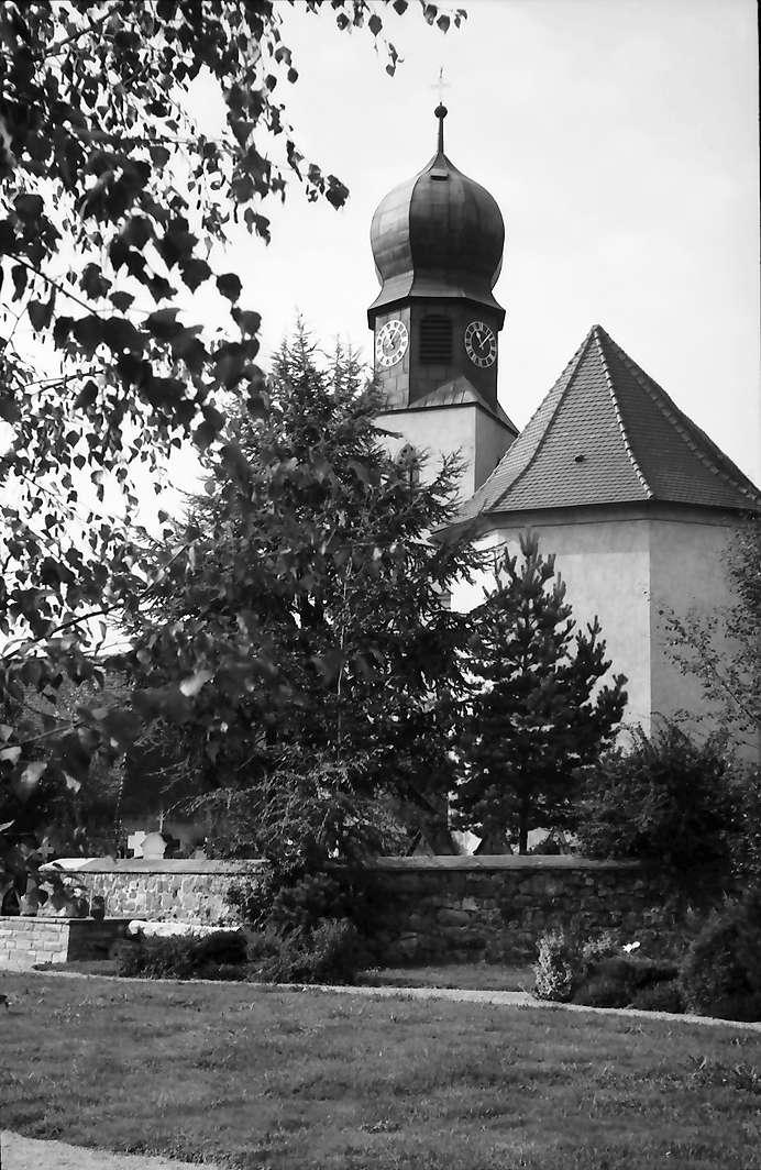 Freiburg, Lehen: Kirche von Südosten, Bild 1