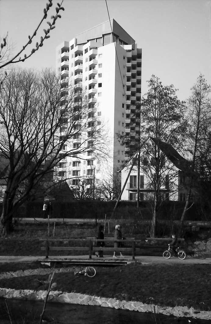 Weingarten: Hochhaus mit Schwimmdeck, Bild 1