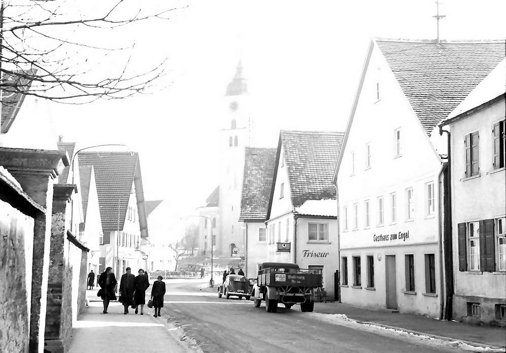 Bad Wurzach: Straße und Kirche, Bild 1