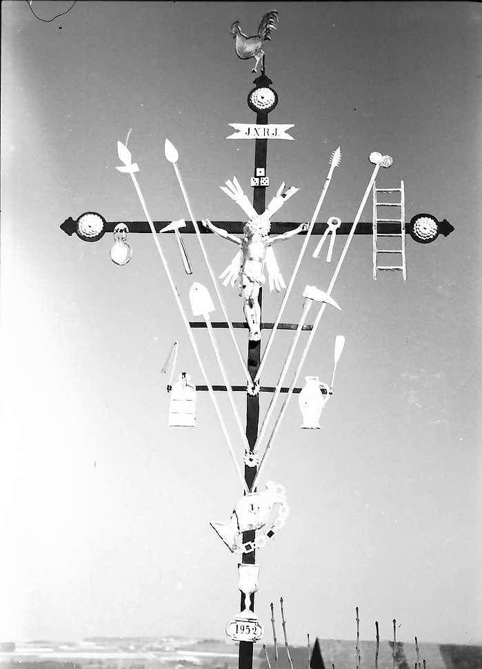 Bad Wurzach: Kreuz an der Kirche, Bild 1
