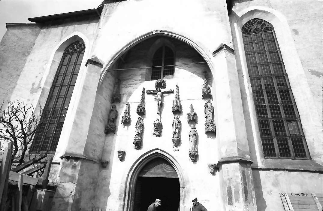 Blaubeuren: Eingang zur Klosterkirche, Bild 1
