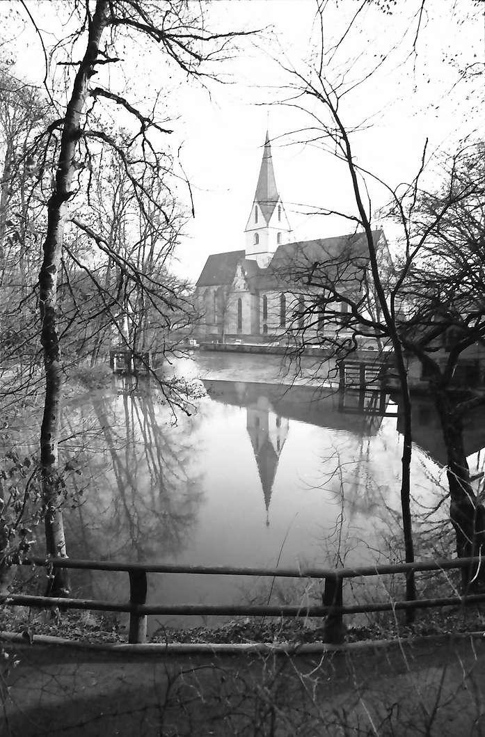 Blaubeuren: Blautopf mit Klosterkirche, Bild 1
