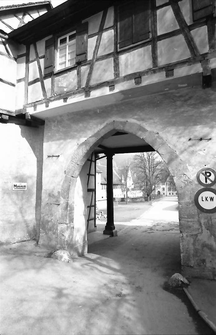 Blaubeuren: Tor zum Kloster, Bild 1