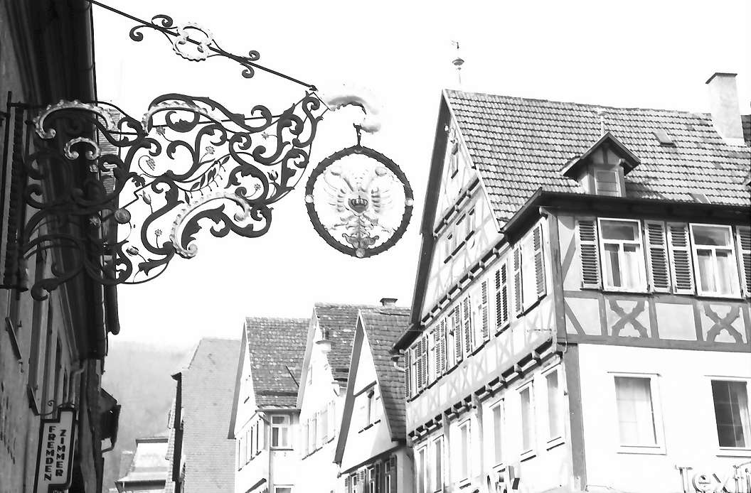 Blaubeuren: Aushängeschild am Marktplatz, Bild 1