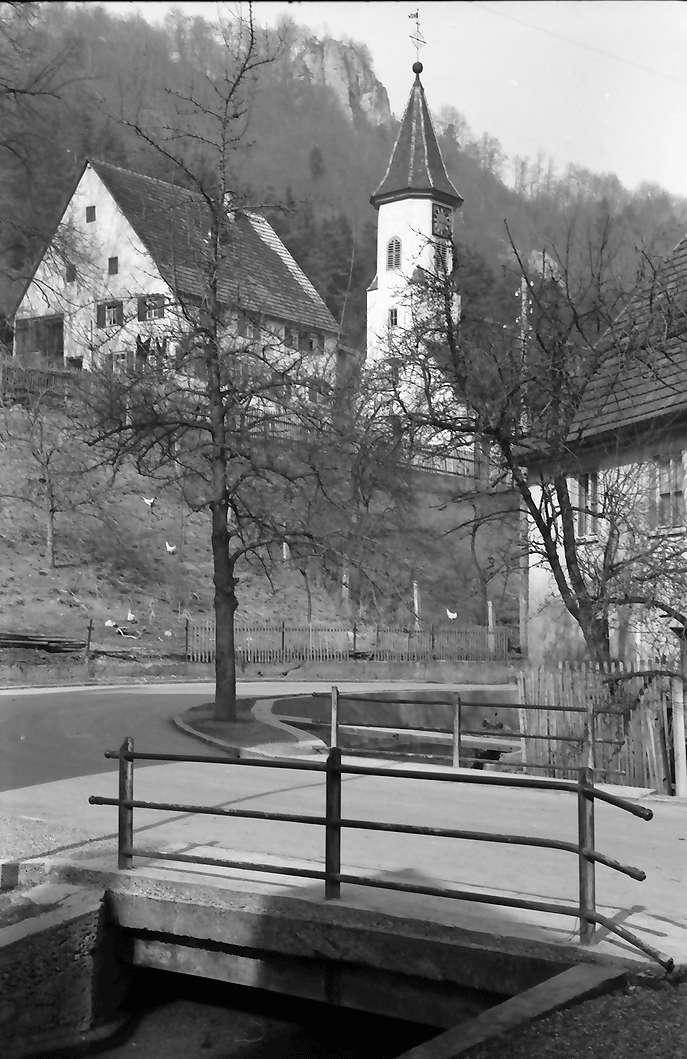 Weiler bei Blaubeuren: Kirchturm auf der Höhe, Bild 1