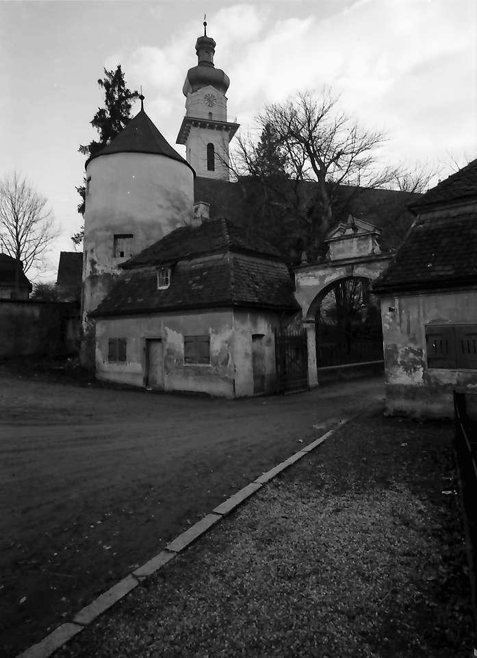 Laupheim: Schlosseingang und Kirche, Bild 1