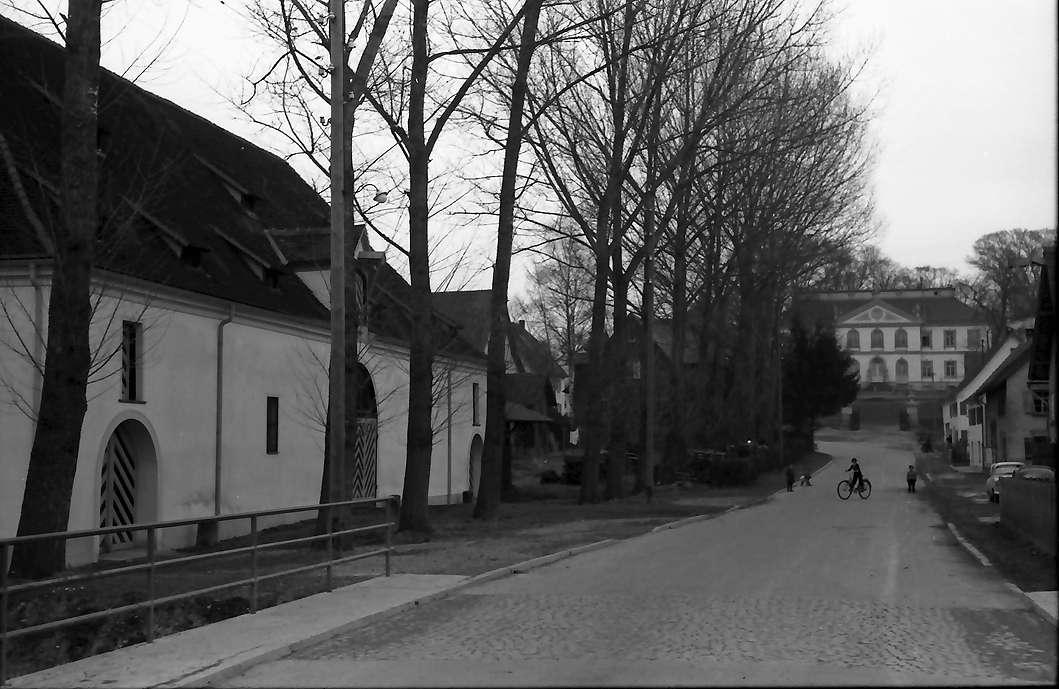 Wain: Straße zum Schloss, Bild 1