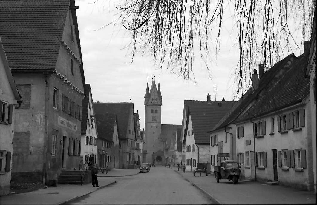 Dietenheim: Straße und Kirche, Bild 1