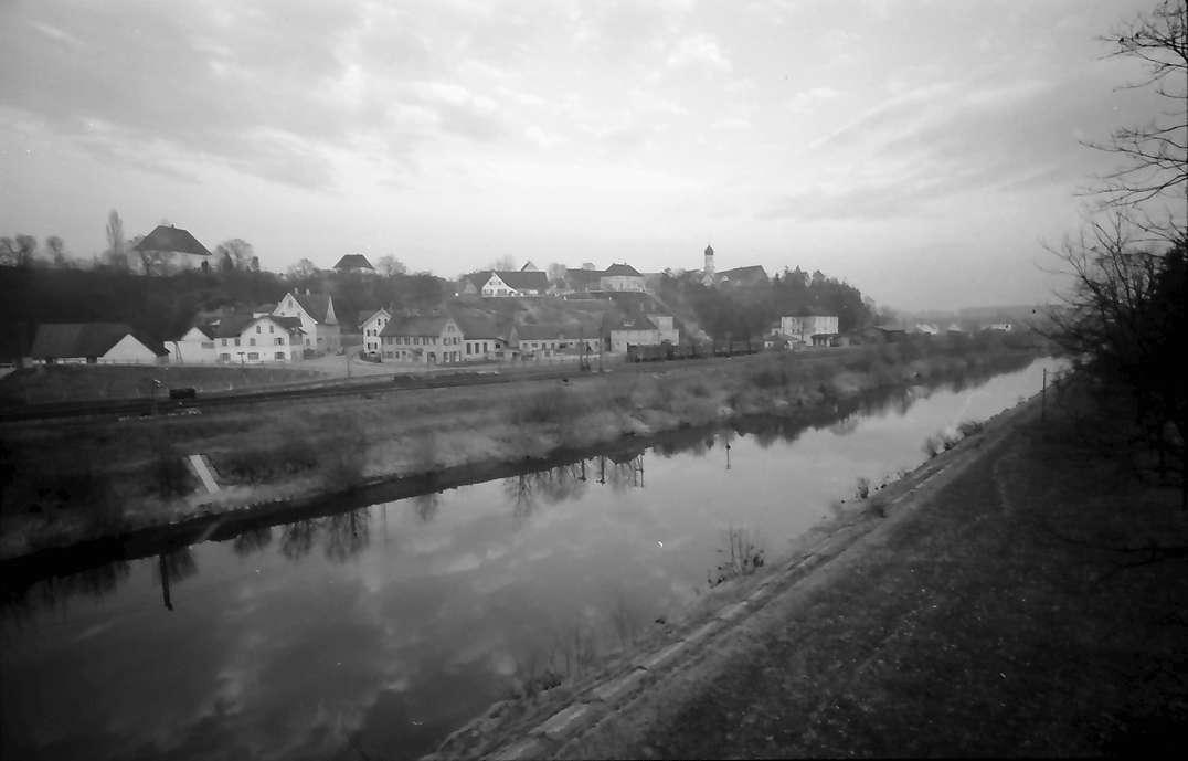 Kellmünz: Blick über die Iller auf die Stadt, Bild 1