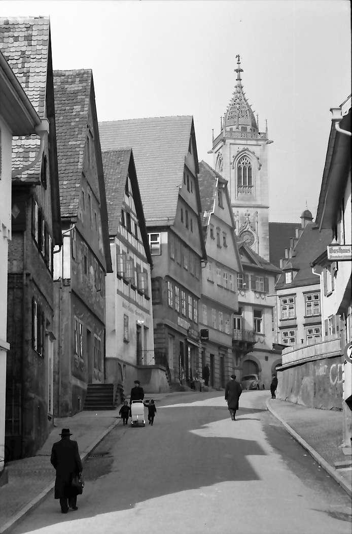 Pfullendorf: Straße und Kirchturm, Bild 1