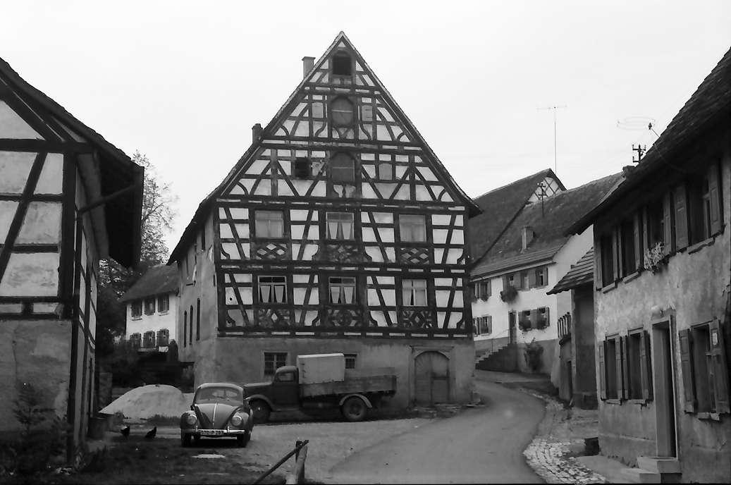Krumbach, Kreis Stockach: Altes Fachwerkhaus, Bild 1