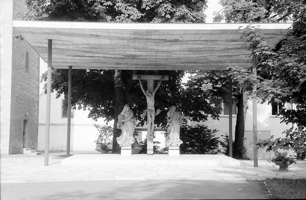 Bad Buchau: Ehrenmal mit Kreuzigungsgruppe, Bild 1