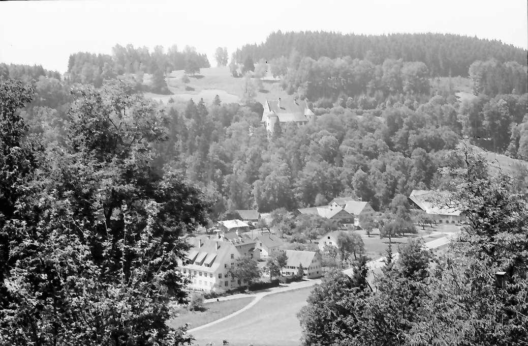 Eglofs: Blick vom Kirchplatz ins Argental mit Schloss Syrgenstein, Bild 1