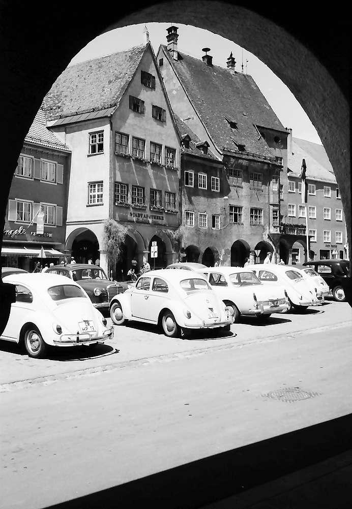 Isny: Rathaus, Blick durch Bogen, Bild 1
