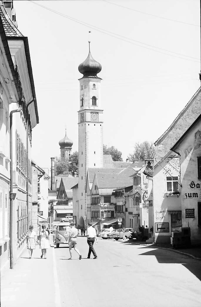 Isny: Obertorstraße mit Blaserturm, Bild 1