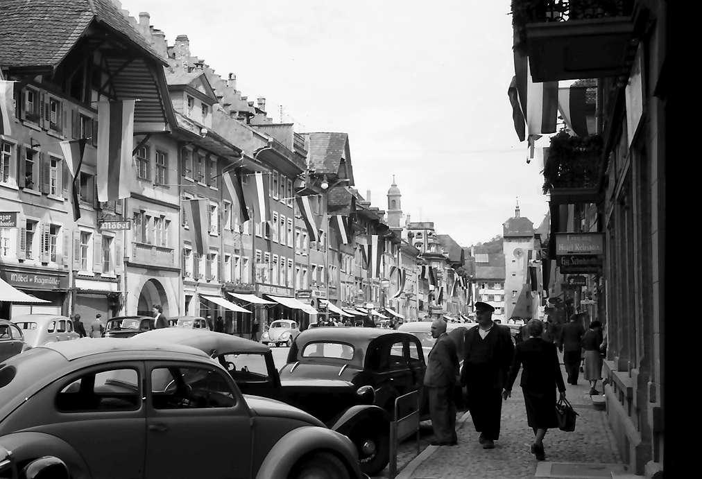Waldshut: Verkehr in der Hauptstraße, Blick nach dem Osttor, Bild 1