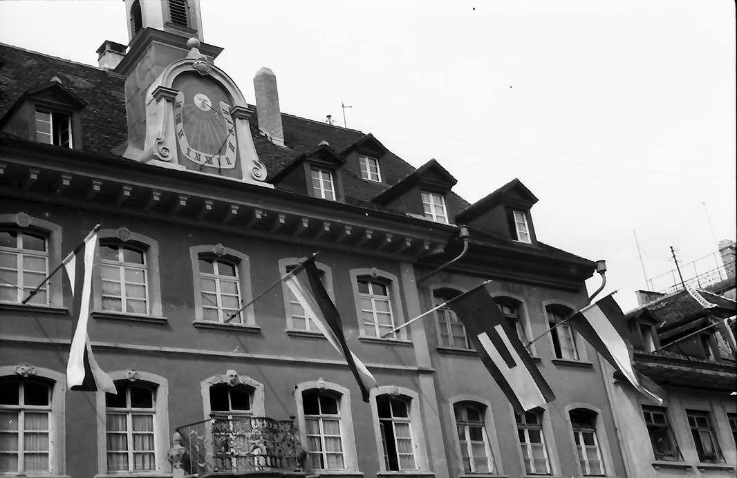 Waldshut: Rathaus mit Fahnen und Europaflagge, Bild 1